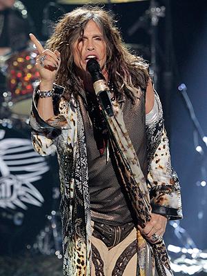 Steven Tyler på scenen da han og Aerosmith under siste sesong av American Idol. Foto: NTB Scanpix / Mario Anzuoni, Reuters.