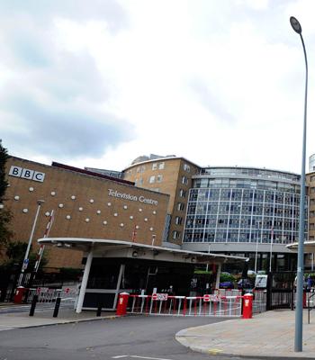 BBCs fjernsynshus i London. (Foto: NTB Scanpix, AFP, Carl Court)