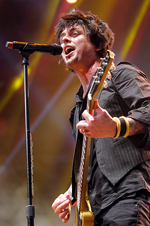 Billy Joe Armstrong og restenav Green Day spiller i Oslo 30. juni. Foto: NTB Scanpix / Jason DeCrow, AP Photo.