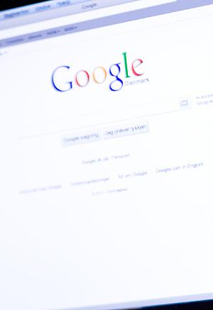 Google er søkemotoren de fleste bruker for å finne fram til innhold på nettet. Nå fjerner de daglig en halv million lenker i sin indeks, til innhold som bryter med opphavsretten. Illustrasjonsfoto: Colourbox.com.