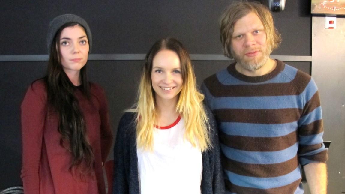 """Monica Heldal og Cato """"Salsa"""" Thomassen på besøk i studio hos Christine. Foto: Elle"""