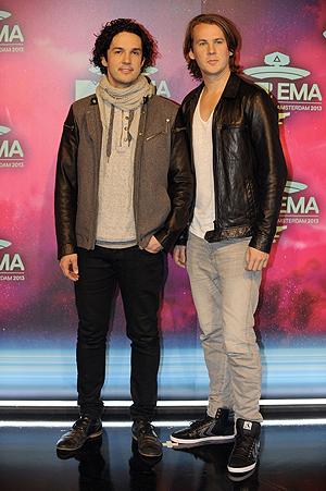 Vegard og Bård Ylvisaker ankommer MTV EMA. Foto: NTB Scanpix / John Thys, AFP Photo.