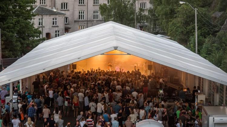 Slik så P3 Urørt-scenen på Slottsfjell ut i fjor. Foto: Kim Erlandsen, NRK P3