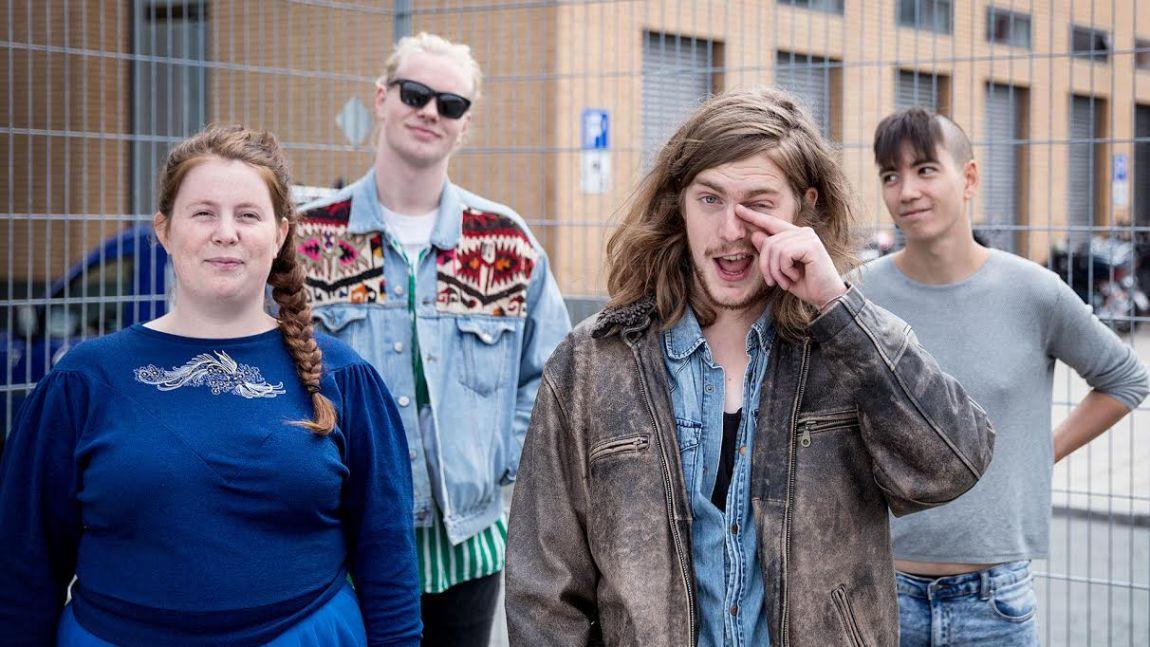 Svankropp består av Emilie Storås, trommevikar Axel,  Hallvard Gaardløs og svenske Andy Yeo. (Foto: Lars Haugdal Andersen, NRK P3)