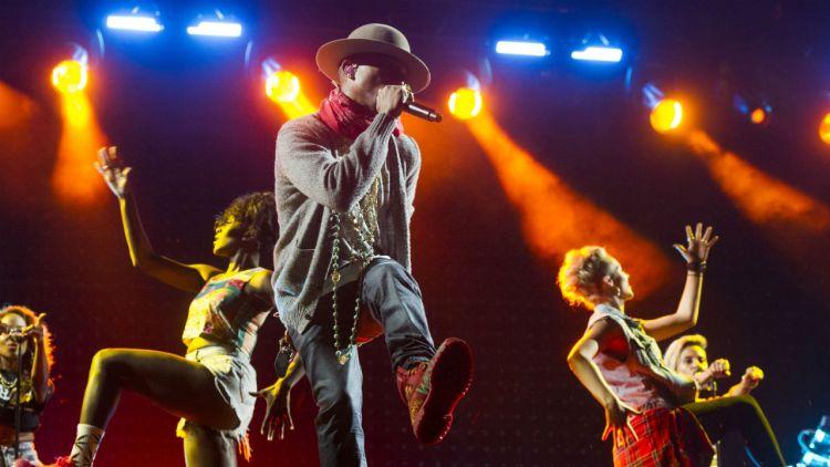 Hitmaskinen Pharrell Williams opptrer i Oslo Spektrum på søndag. Foto: NTB Scanpix, AP, Charles Sykes