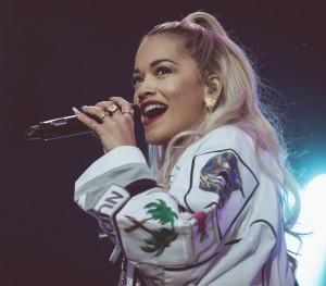Rita Ora tror ikke det blir lett å være eneste kvinne i The Voice-panelet. (Foto: Rashid Akrim, NRK P3)