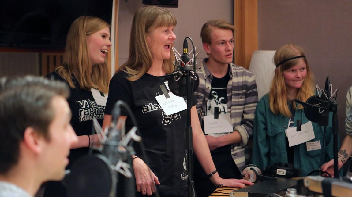 Familien Onstad-Fuglevaag i studio. (Foto: Tor-Erik Humlen, NRK P3)