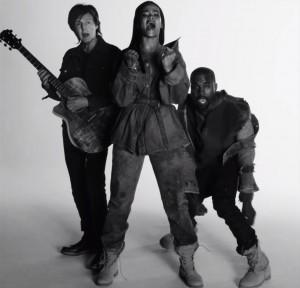 """Rihanna har sammen med Paul McCartney (t.v.) og Kanye West (t.h.) allerede fått en stor 2015-hit i """"FourFiveSeconds"""". (Foto: Skjermdump, YouTube)"""