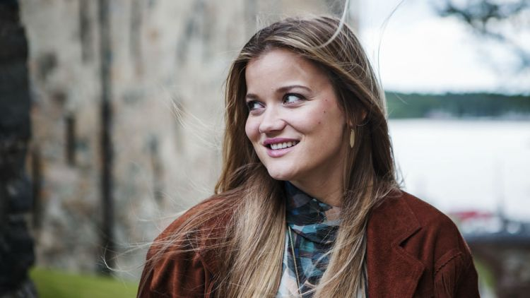 Sandra Lyng spiller på VG-lista Topp 20 på Rådhusplassen. Foto:  Li-Lian Ahlskog Hou, NRK P3
