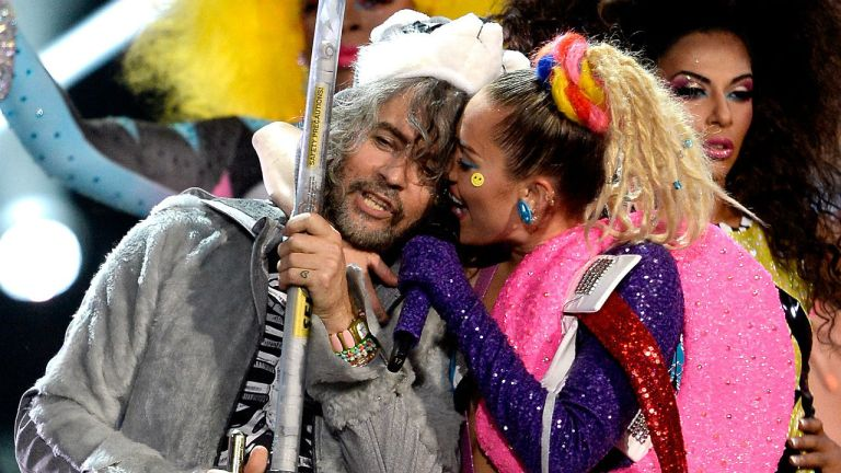 Miley Cyrus og The Flaming Lips skal opptre nakne