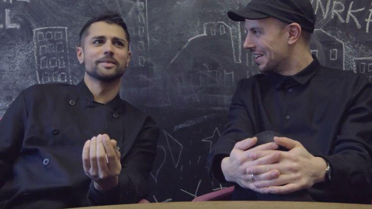 Det diskuteres mellom Chirag og Magdi i duellen. Foto: NRK P3