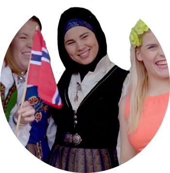 Sana fra Skam i bunad/festdrakt. (Foto: NRK P3)