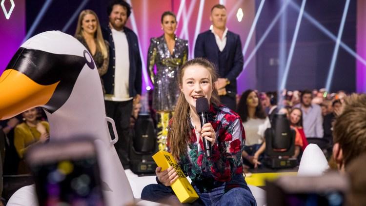 PRISVINNER: Sigrid da hun vant prisen for årets nykommer på P3 Gull 2017. Foto: Tom Øverlie, NRK P3