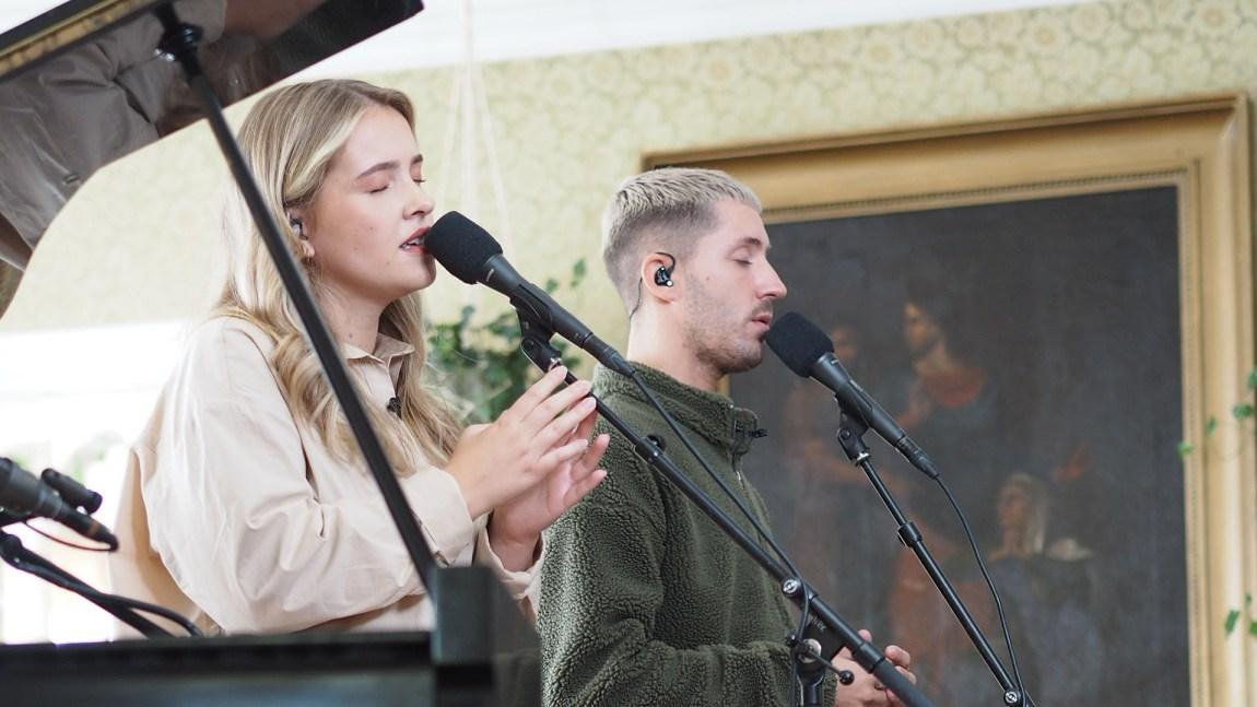 SKAAR OG RUBEN: Svale toner når denne duoen tolker Astrid S. Foto: Christine Dancke, NRK P3