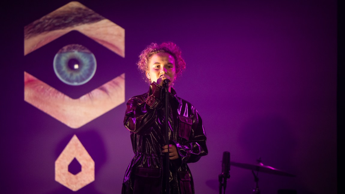 Emma Steinbakken spiller på P3 Gull 2019, som sendes 30. november kl. 21.05 på NRK1 og P3.no. Foto: Tom Øverlie, NRK P3