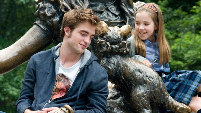 Robert Pattinson og Ruby Jerins i Remember Me. (Foto: Nordisk Film)