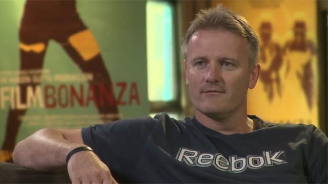 Eks-spaner Johnny Brenna. Her sammen med Filmbonanza for å se filmen om Nokas. (Foto: NRK)