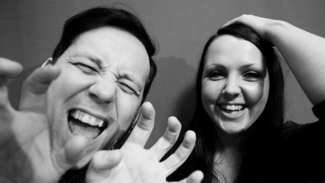 Tarjei og Mari er programledere under årets Urørt-finalen. (Foto: Erlend Lånke Solbu, NRK P3)