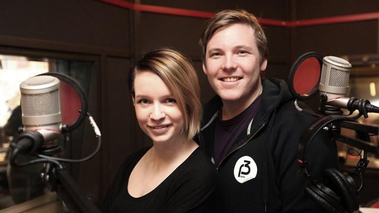 Niklas og Christine er vikarer i Popsalongen. (Foto: NRK P3)