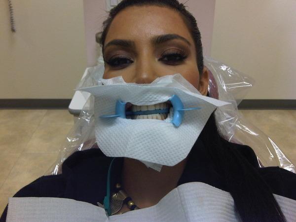 Kim Kardashian er ikke redd for å dele info om livet sitt på Twitter. (Foto: Kim Kardashians twitpic)