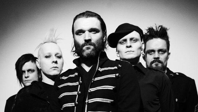 Hans-Erik Dyvik Husby (front), også kjent som Hank von Helvete fra Turboneger, er tilbake med sitt nye band, Doctor Midnight & The Mercury Cult. (Foto: Promo)