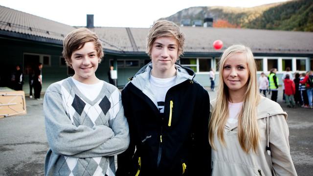 John Torvald Engseth, Mats Westgaard og Christina Haug på Løpsmark skole. (Foto: Tom Øverlie, NRK P3)