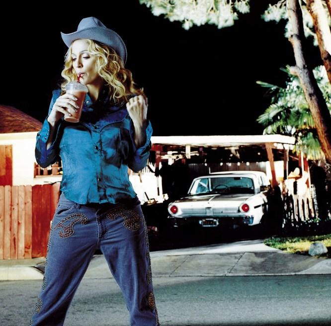 """Madonna topper alle lister med låta """"Music"""" (Foto: Presse)"""