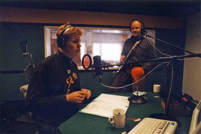 Lars Erik Mørk og Frode Alnæs i radiostudio.