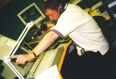 Birger i studio i P3s tidligere dager. (Foto: NRK).