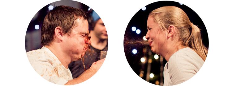 Yngve og Silje spiller Vassleiken med brus og gløgg. (Foto: Tom Øverlie, NRK P3)