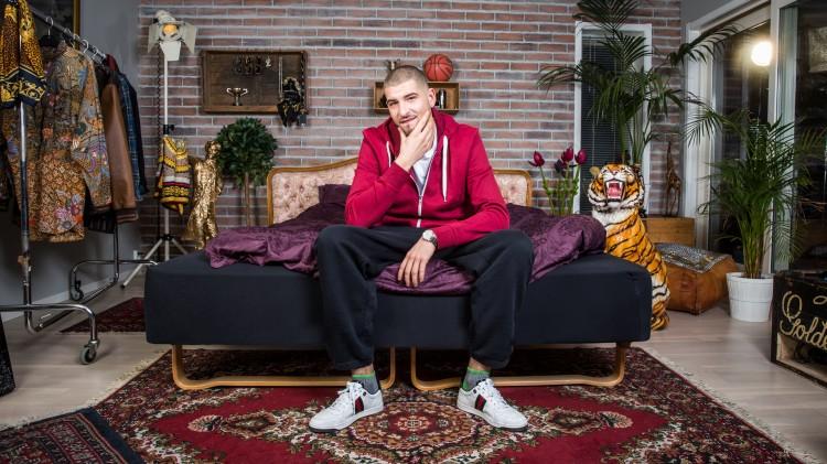 Leo Ajkic er programleder for Typen til på NRK3 og NRK1. Foto. Kim Erlandsen.