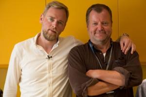I neste Byttelåne liv-episode prøver Tore Sagen seg som underholdningssjef, mens Charlo Halvorsen stiller opp i Radioresepsjonen. (Foto: NRK/UNG)