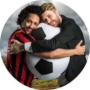 FIFA-kveld eller sjettedivisjonskamp? Tete og Sven i Heia Fotball stiller uansett opp! (Foto: Kim Erlandsen, NRK P3)