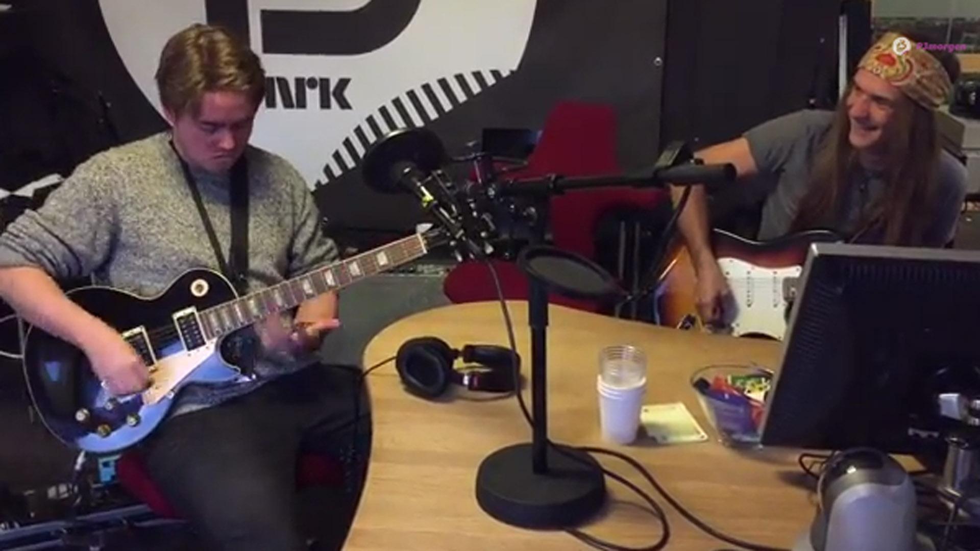 P3morgen-Markus i gitarbattle med Ronni Le Tekrø