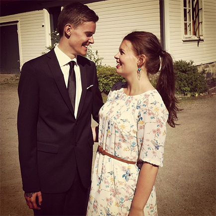 Sivert sammen med kjæresten Frida etter folkehøgskoletiden. (Foto: Privat)