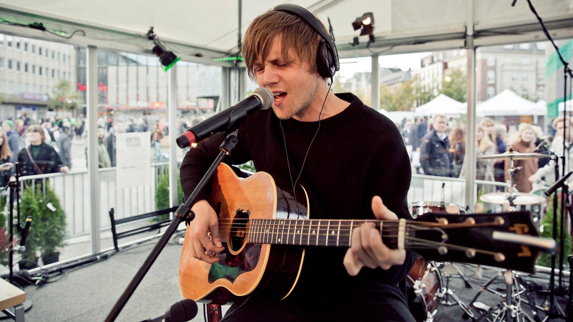 Daniel Kvammen spiller live