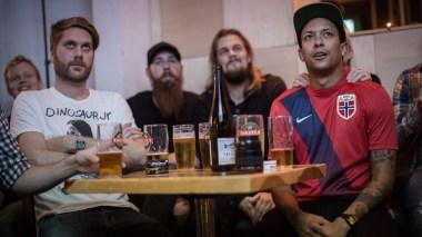 Heia Fotball viser Norgeshistoriens største fotballkamp, Norge-Brasil for å redde regnskogen. Foto: Erlend Lånke Solbu / NRK P3