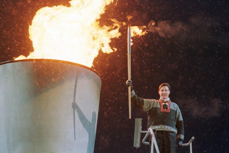Åpningsseremoni i Lysgårdsbakkene. Kronprins Haakon tenner OL-ilden.  (Foto: Lise Åserud / NTB / Scanpix)