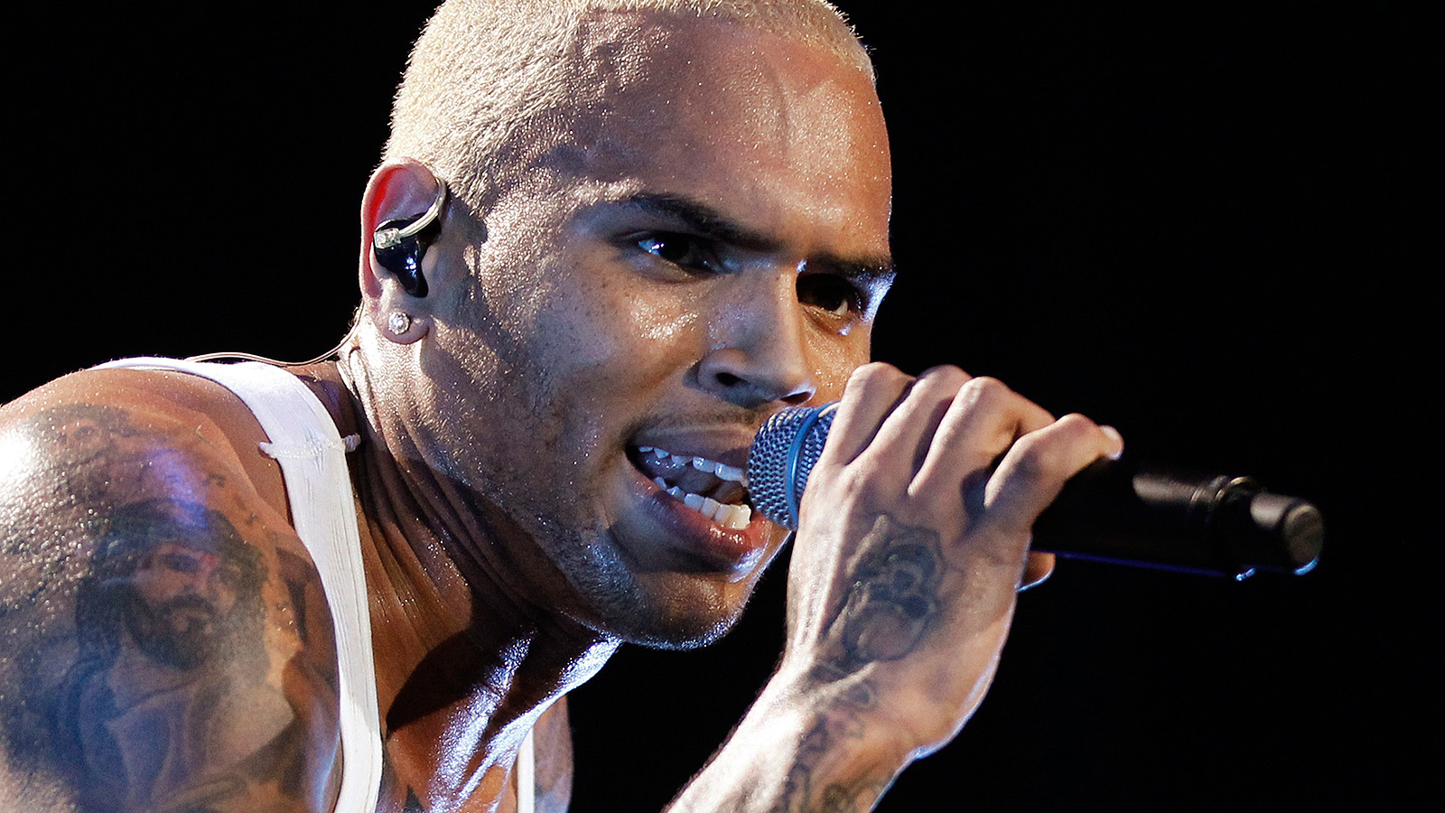 Chris Brown tatt av politiet