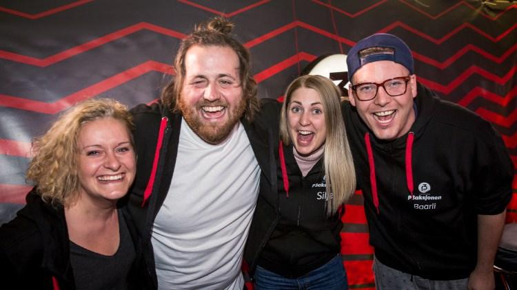 Tuva, Ronny, Silje og Niklas etter 100 timer sending. Hurra for en fantastisk P3aksjon! Foto: Tom Øverlie, NRK P3.