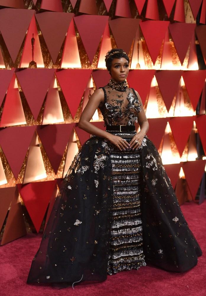 Janelle Monae i en av kjolene som skilte seg mest ut på Oscar-gallaen. Foto: AP/NTB Scanpix