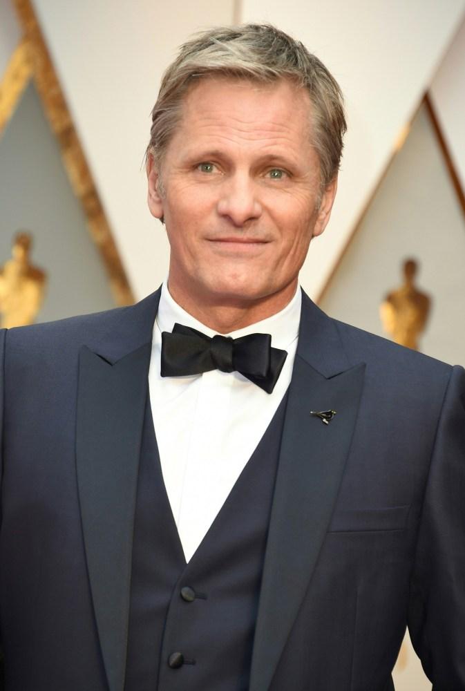 """Viggo Mortensen, som var nominert til beste mannlige hovedrolle for sin prestasjon i """"Captain Fantastic"""",  kom til utdelingen med stil. Foto:  AFP"""