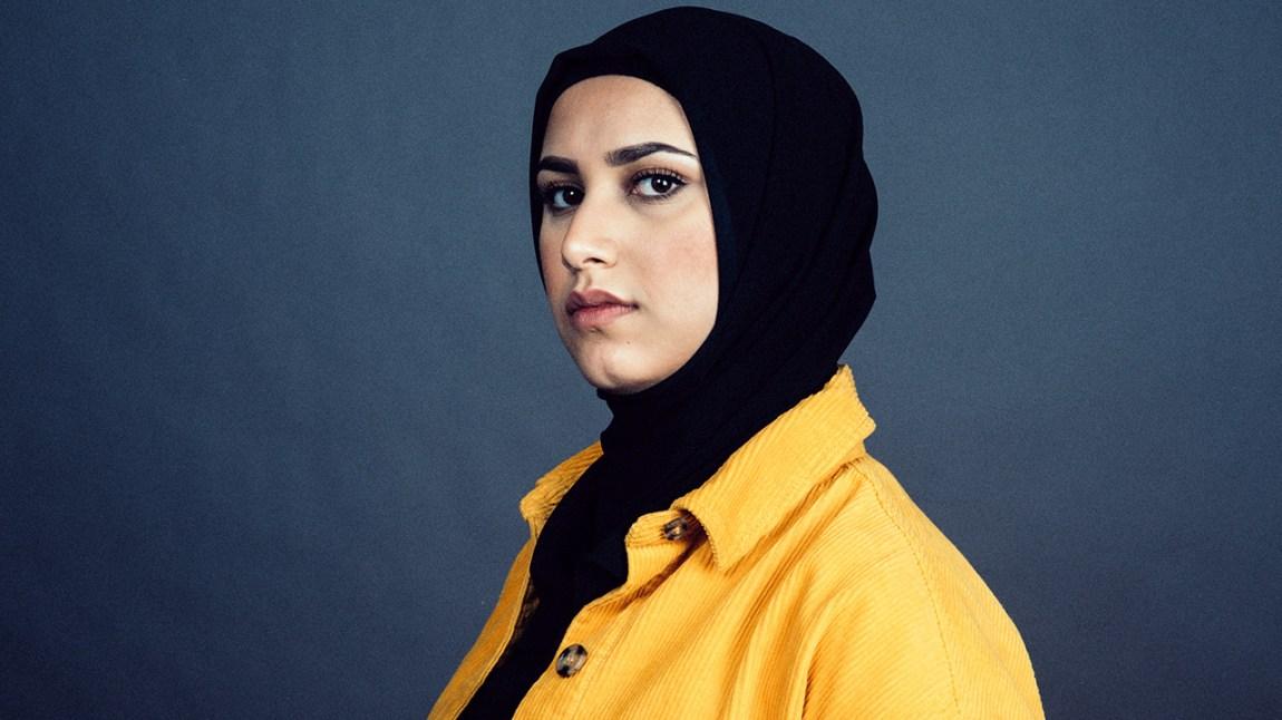 INDISK PÅ VESTKANTEN: Faten Mahdi Al-Hussaini forteller om sitt juksetriks under ramadan. Foto: Kim Erlandsen, NRK P3
