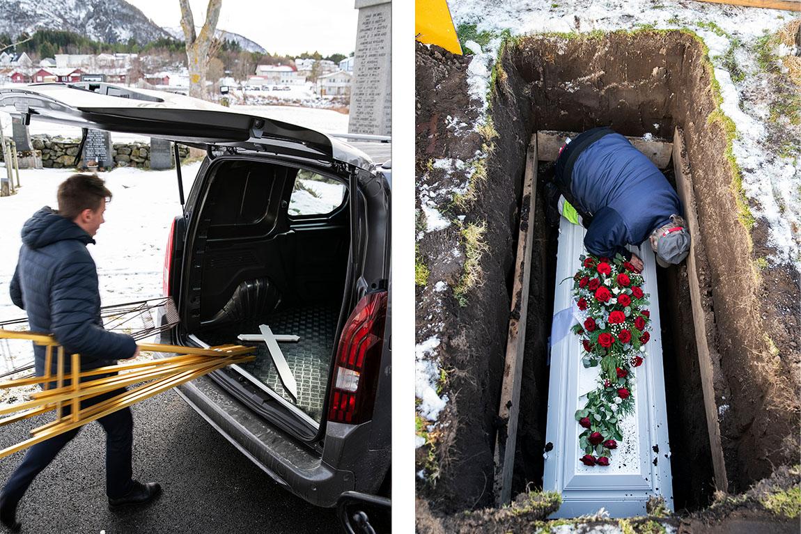 Kristian iført mørkeblå boblejakke beveger seg fra venstremed stativer i begge hender. Til høyre står bilen med åpen bakdør. Bagasjerommet er tomt. Til høyre ligger en hvit kiste senket helt ned i jorda. På toppen av den ligger en kirkearbeidet og bøyer seg ned.