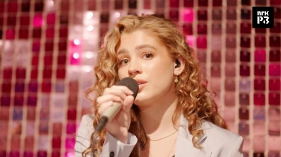 Be Okay har toppet listene, sjekk Victoria Nadines nydelige liveversjon