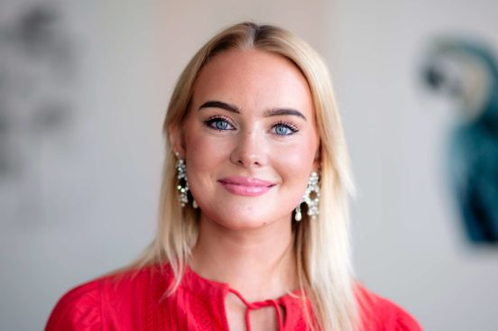 Sarah (24) drakk bort husleia på 17. mai