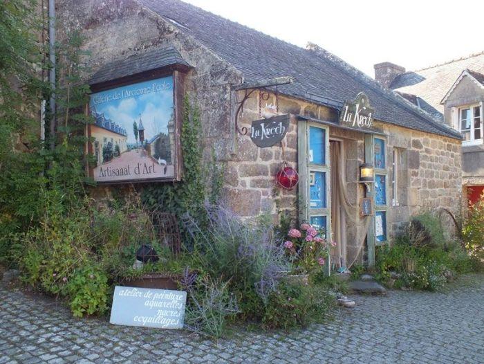 locronan-bretagne-finistere-touristique-boutiques-specialité-bretonnes-authentique-village-de-caractere-chocolatier-hortensias-chouans-monuments-historiques (22)
