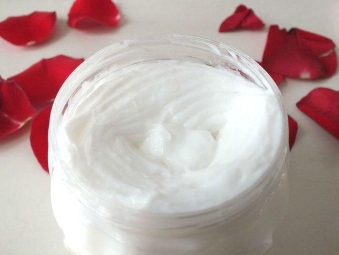 Jeanne-en-provence-creme-corps-ultra-riche-rose-eau-de-parfum-rose-envoutante-angelique-revue (4)