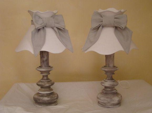 2 lampes de chevet sur pied en bois