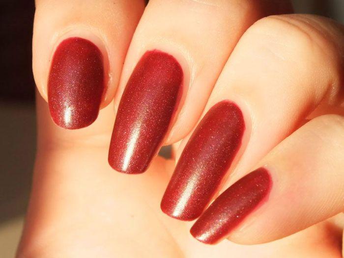 ruby-ribbon-revlon-nail-polish-mat-matte-rouge-lie-de-vin-vampire-gothique-velours-manucure-vernis-a-ongles-test-revue-swatch (5)